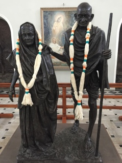 Statue of Gandhi and his wife